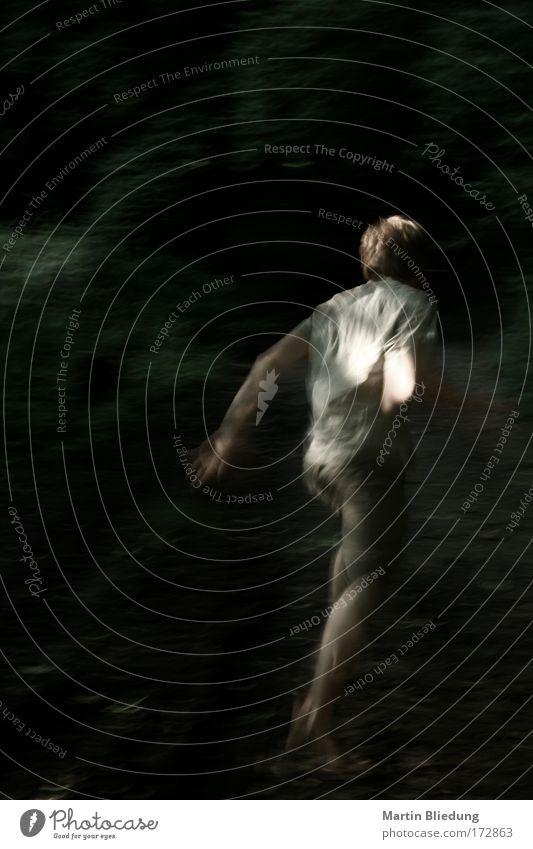 Fluchtversuch#2 maskulin 1 Mensch 18-30 Jahre Jugendliche Erwachsene laufen rennen bedrohlich dunkel gruselig gold grün schwarz weiß Gefühle Stimmung Angst