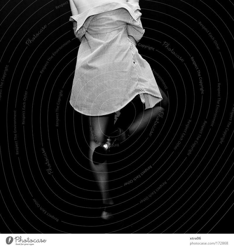 take off your shirt....real slow Schwarzweißfoto Innenaufnahme Studioaufnahme Textfreiraum links Textfreiraum rechts Hintergrund neutral Ganzkörperaufnahme