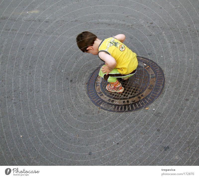 matija Mensch Kind Einsamkeit Leben Junge Gefühle Erde maskulin Beton Ordnung einzigartig Kindheit Gesellschaft (Soziologie) Kleinkind Wissen Planet