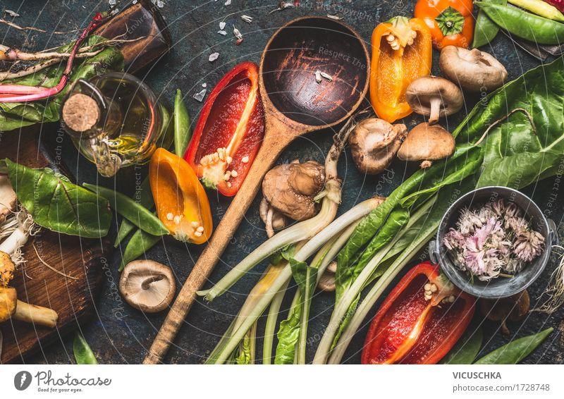 Verschiedenes frisches Gemüse und Kochlöffel Natur Gesunde Ernährung Leben Foodfotografie Essen Herbst Lifestyle Stil Lebensmittel Design Häusliches Leben Tisch