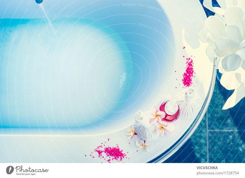 Badewanne mit blauem Wasser und Wellnesszubehör schön Blume Erholung Blatt Blüte Lifestyle Stil Schwimmen & Baden Design Wohnung Häusliches Leben Hotel