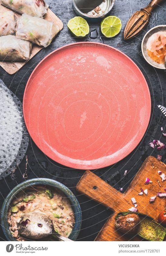 Vegetarische Sommerrollen mit Reispapier machen Lebensmittel Fisch Gemüse Salat Salatbeilage Ernährung Mittagessen Abendessen Büffet Brunch Festessen