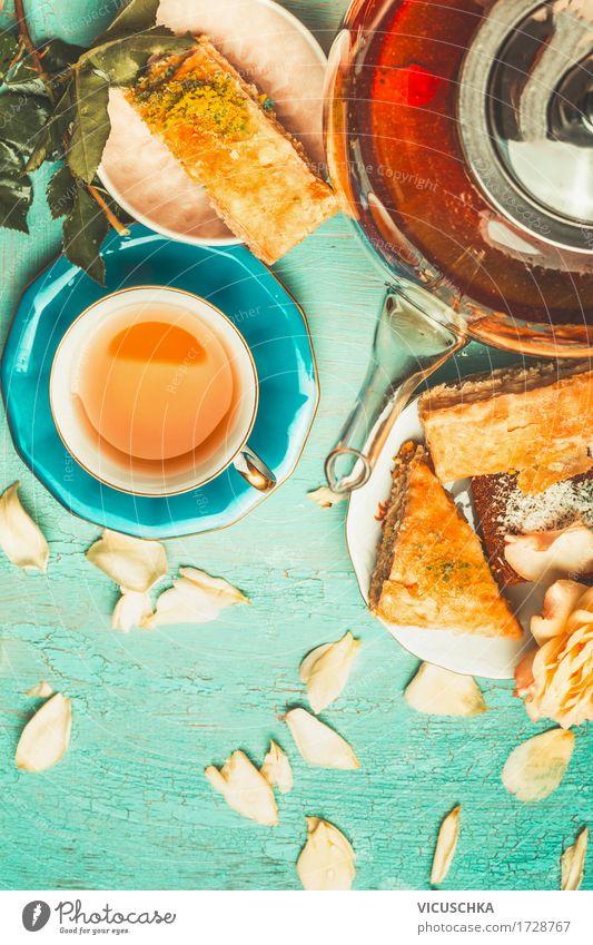 Tee Brunch Kuchen Dessert Getränk Heißgetränk Geschirr Tasse Stil Design Freude Häusliches Leben Tisch einfach altehrwürdig Teekanne Teetrinken Baklava