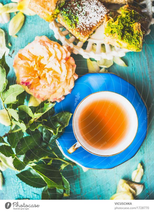 Tasse Tee mit Kuchen und Blumen Lebensmittel Süßwaren Ernährung Getränk Heißgetränk Teller Sommer Notebook gelb Stimmung Design Stil altehrwürdig Baklava