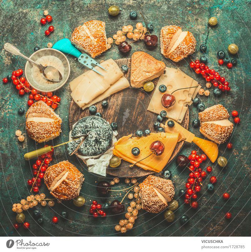 Käseplatte mit Beeren , Honig Dip und Brötchen Lebensmittel Frucht Dessert Süßwaren Ernährung Frühstück Bioprodukte Vegetarische Ernährung Schalen & Schüsseln