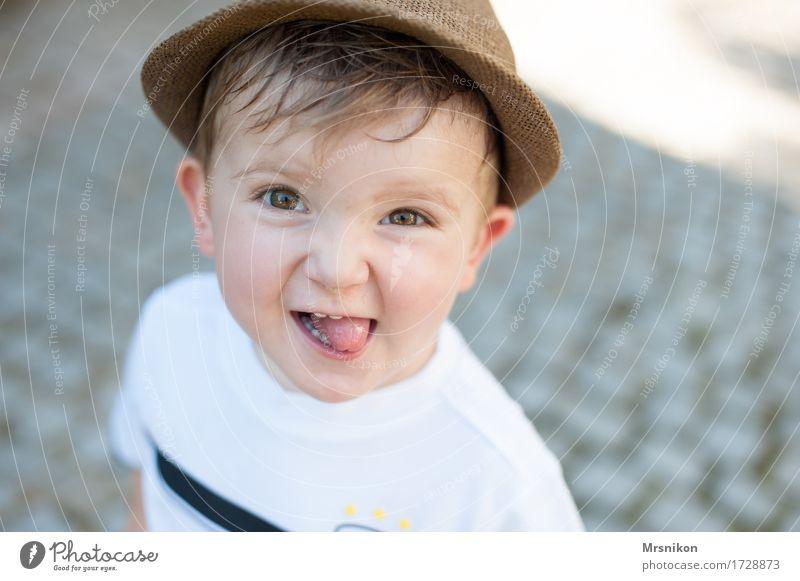 happy Mensch Kind Kleinkind Junge Kindheit Leben 1 1-3 Jahre lachen Fröhlichkeit Freude Glück Happy Birthday frech Verschmitzt Zunge Sohn Sommer Außenaufnahme