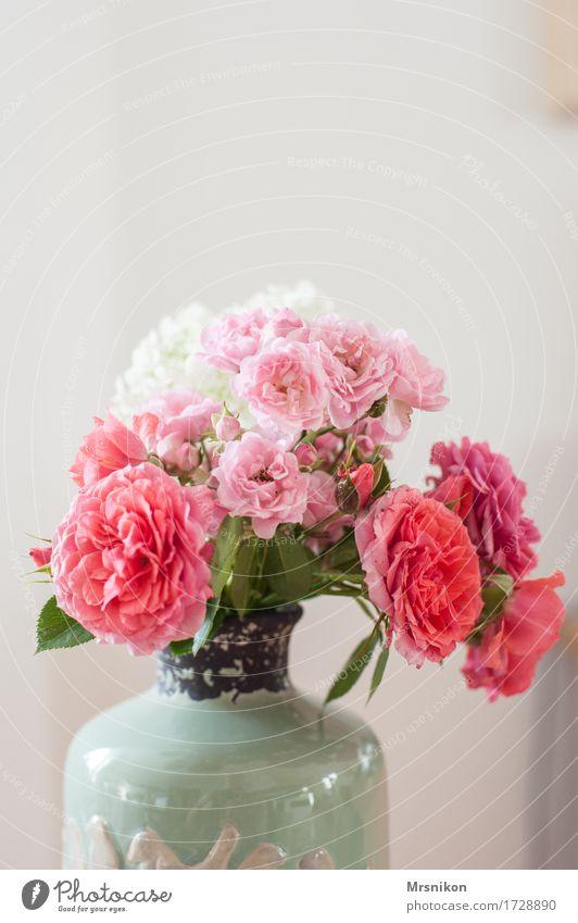 Rosen Dekoration & Verzierung ästhetisch Geburtstag Blumenstrauß Blütenknospen Valentinstag Vase schenken einrichten Muttertag Keramik Rosengewächse gepflückt
