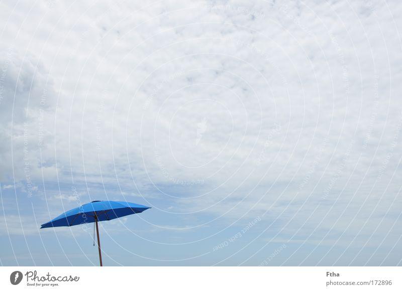 Regen oder Sonne? Freizeit & Hobby Ferien & Urlaub & Reisen Tourismus Freiheit Sommer Sommerurlaub blau Sonnenschirm Erholung Wolken Strandschirm Stoff