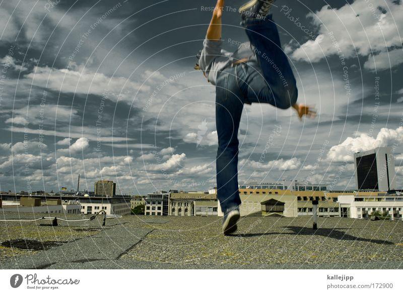 auf zehenspitzen Mensch Himmel Mann Hand Stadt Wolken Haus Erwachsene Umwelt Stil Beine Fuß Luft Arme Freizeit & Hobby Erfolg