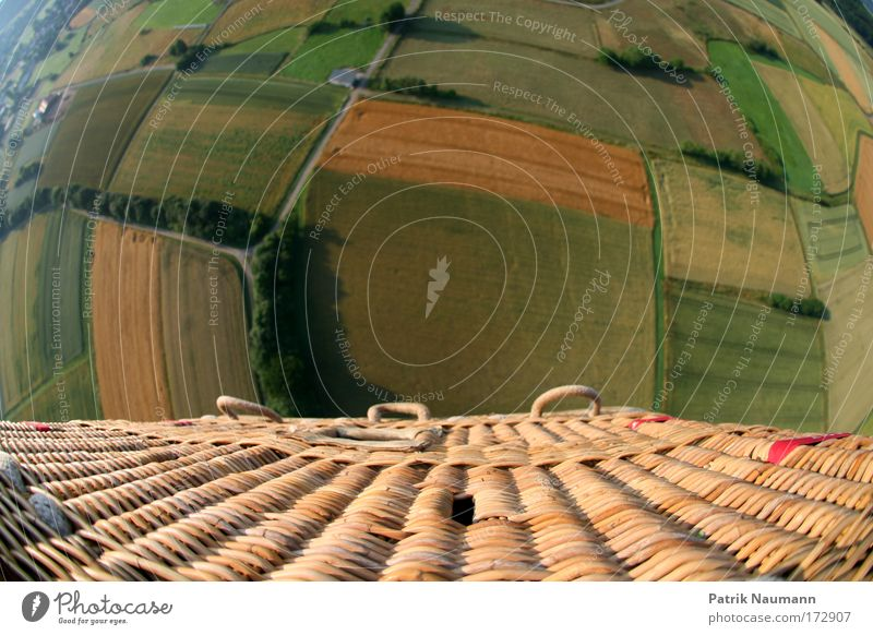 Die Welt von oben grün Freude Wiese Landschaft Bewegung Erde Feld hoch groß Abenteuer fahren beobachten Unendlichkeit Ballone atmen