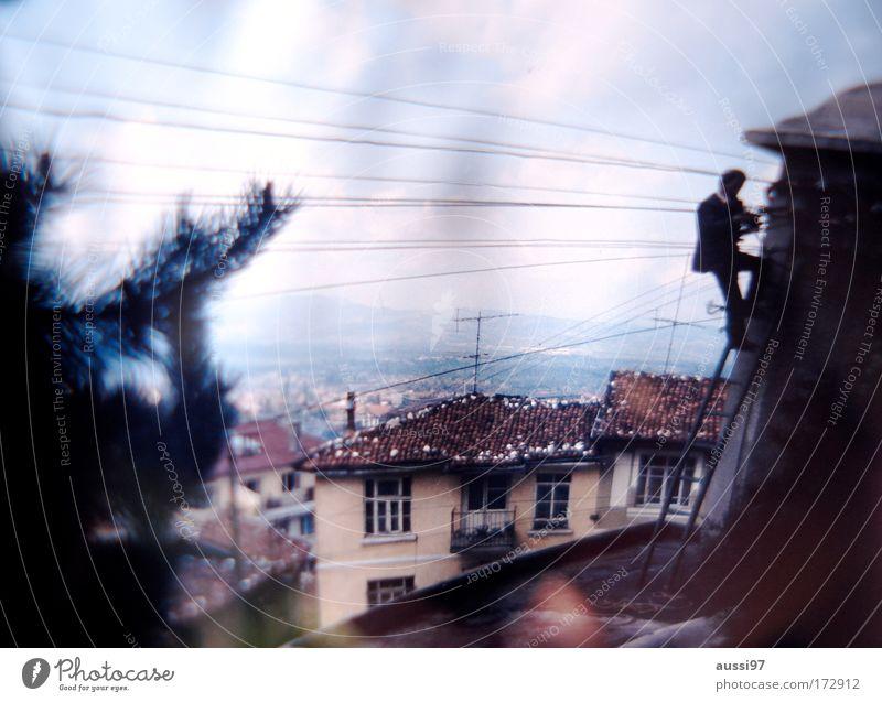 To Catch a Thief Mann Erwachsene maskulin bedrohlich Dach festhalten Klettern Leiter Dieb Spitzel Dachziegel Agent Krimineller Filmindustrie Sicherheit Kinofilm