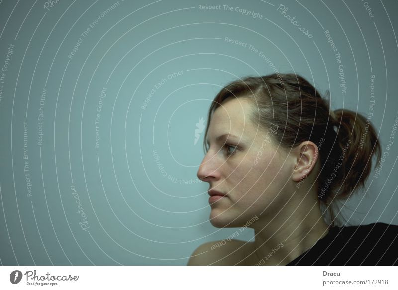 Gleichgültig Farbfoto Innenaufnahme Studioaufnahme Nahaufnahme Porträt Mensch feminin Junge Frau Jugendliche Erwachsene Haut Kopf Haare & Frisuren Gesicht Auge
