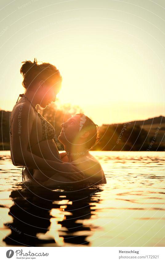 Sommer zu zweit :) Mensch Wasser schön Sonne rot Liebe gelb Erotik feminin Gefühle Sex Glück lachen See maskulin nass