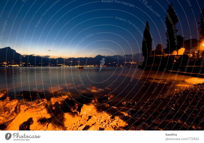 italian fever Wasser Himmel Baum Meer blau dunkel Berge u. Gebirge Stein Traurigkeit Sand gold ästhetisch Romantik Frieden Italien Idylle