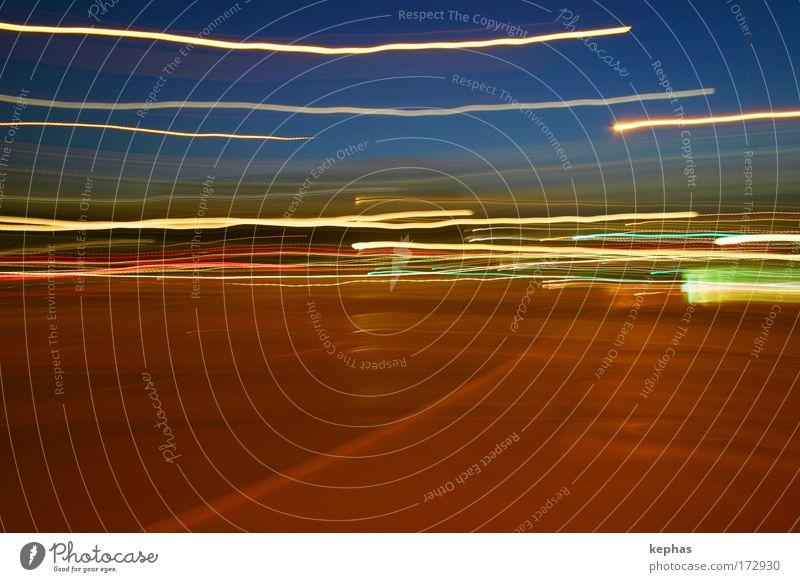 Lysergsäurediethylamid blau Farbe Straße Gefühle Bewegung träumen braun glänzend Verkehr Geschwindigkeit Langzeitbelichtung Surrealismus abstrakt Euphorie