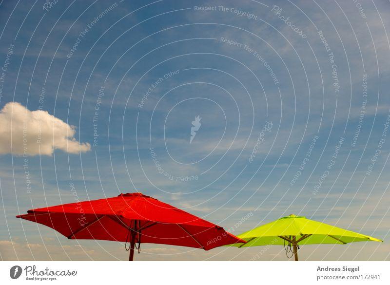 Rot-Grün Himmel Sonne grün blau rot Sommer Freude Strand Ferien & Urlaub & Reisen Wolken Farbe Erholung Wärme Umwelt Tourismus