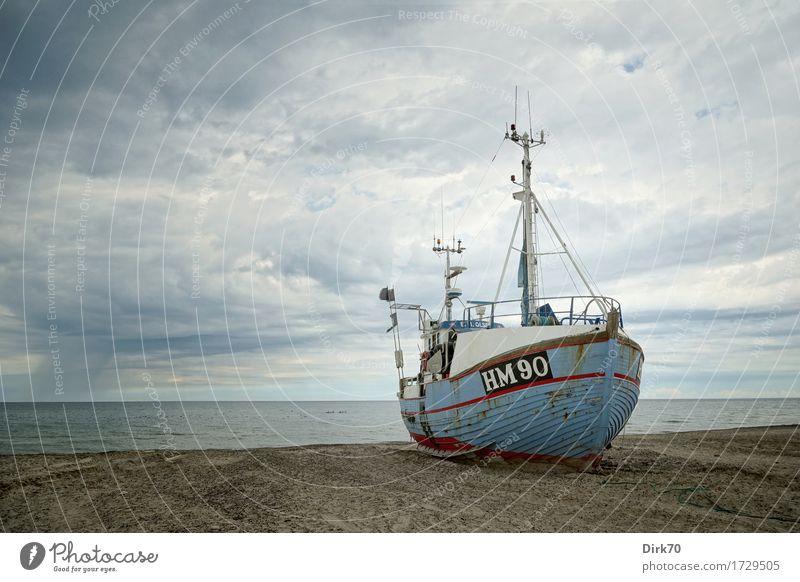 On dry land II Fisch Meeresfrüchte Ferien & Urlaub & Reisen Fischer Fischereiwirtschaft Fischereihafen Umwelt Natur schlechtes Wetter Wind Regen Küste Strand