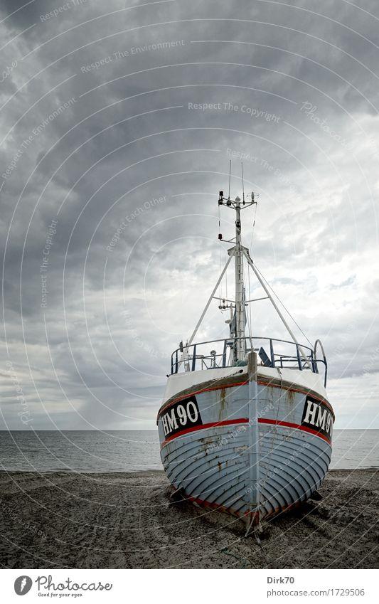 On dry land I Ernährung Meeresfrüchte Ferien & Urlaub & Reisen Tourismus Fischereiwirtschaft Fischereihafen Strandfischerei Umwelt schlechtes Wetter Sturm Regen