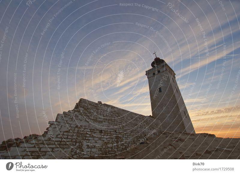 Rubjerg Knude Fyr aus der Froschperspektive Himmel Natur alt Sommer Meer Einsamkeit dunkel Umwelt Wand Küste Mauer außergewöhnlich Sand Verkehr retro