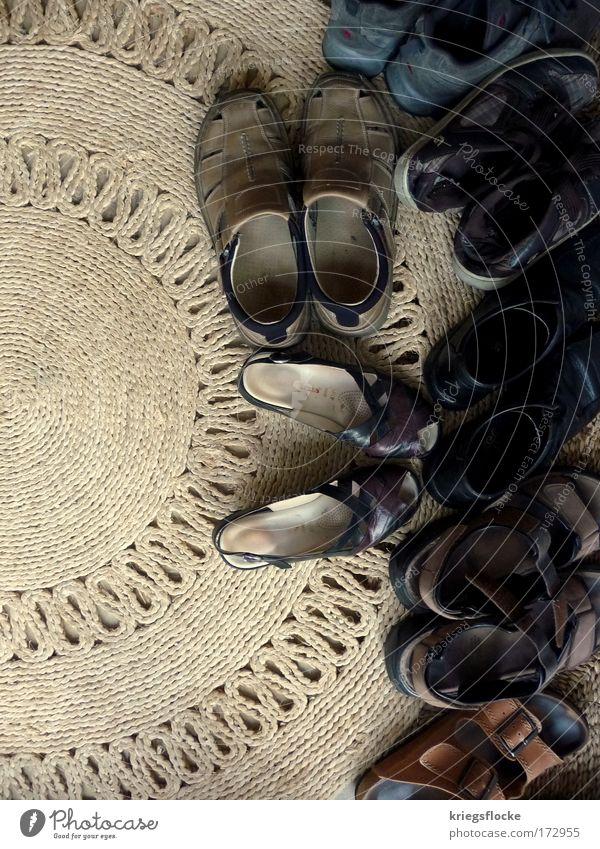 braun, braun, kaffeebraun... Wohnung Leder Schuhe Turnschuh Sandale alt Duft einfach elegant grau Teppich wählen ungeordnet Ordnung Flur