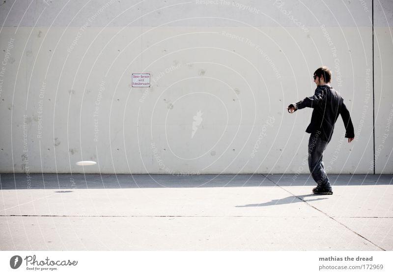 TIEFFLIEGER Jugendliche Stadt Freude Spielen springen Stil grau Glück Stein Park Erwachsene Beton Schilder & Markierungen maskulin Lifestyle