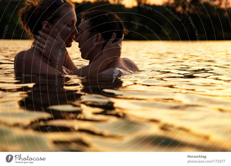 ...And Then I Kissed Him Mensch Liebe gelb Leben Erotik feminin Kopf Glück Sex See Zusammensein frei maskulin authentisch Unendlichkeit