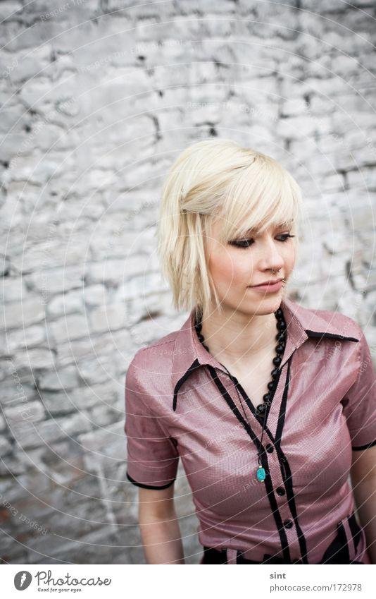 nicht alle tage sind goldig Mensch Jugendliche schön feminin träumen Traurigkeit Denken Stimmung warten blond Erwachsene elegant Hoffnung Frau ästhetisch