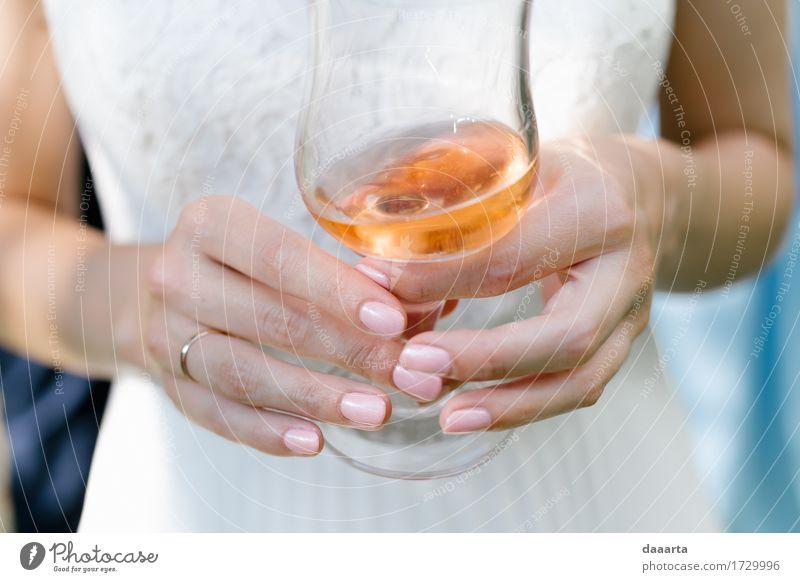 Chillin Braut Alkohol Sekt Prosecco Champagner Lifestyle elegant Stil Design Freude schön Nagellack Leben harmonisch Sinnesorgane Erholung Freizeit & Hobby