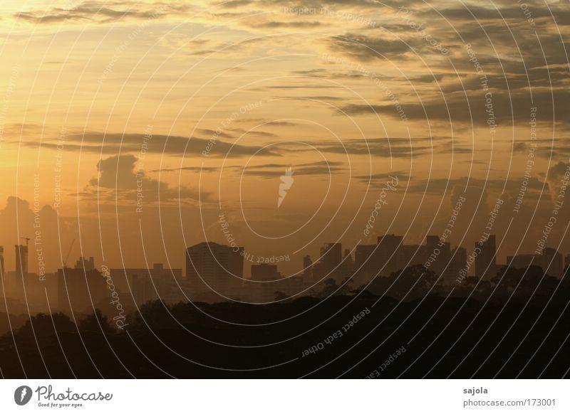 morgenstund hat gold im mund Morgen Himmel Stadt Wolken gelb Gebäude Stimmung Umwelt groß Hochhaus Horizont ästhetisch Asien Skyline Bauwerk