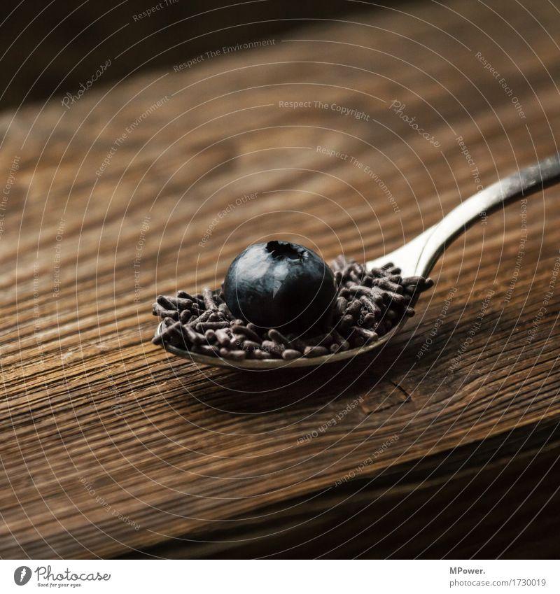 blaubeere-schoko Lebensmittel Frucht Ernährung Schokolade Löffel Süßwaren süß Blaubeeren Holztisch Holzbrett Beeren Vegane Ernährung Vegetarische Ernährung