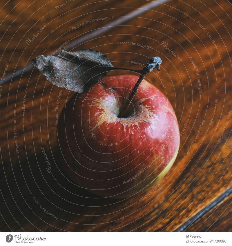bioapfel Lebensmittel Frucht Ernährung Bioprodukte Vegetarische Ernährung Diät Fasten gut Apfel Blatt Tisch lecker rot Holz vitaminreich Farbfoto Innenaufnahme