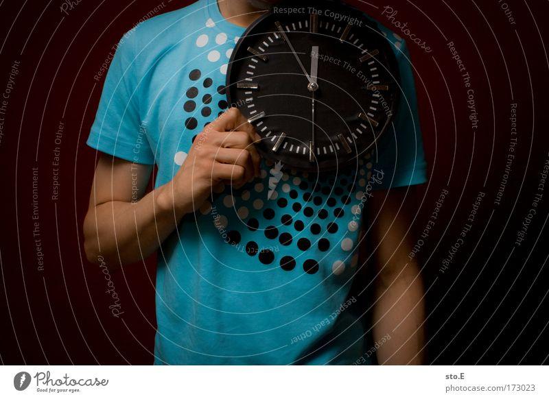 """""""wir essen zeitig"""" Jugendliche Hand dunkel Stil Arme warten maskulin Uhr Erfolg stehen Lifestyle Coolness Zukunft T-Shirt Ziffern & Zahlen Zeichen"""