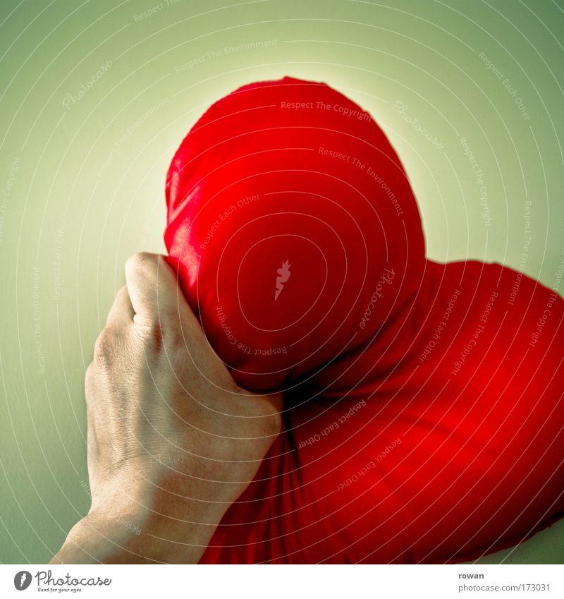 herzensbrecher Farbfoto mehrfarbig Kissen Herz Liebe Traurigkeit verrückt trashig Verliebtheit Treue Romantik Trauer Liebeskummer Schmerz Sehnsucht Enttäuschung