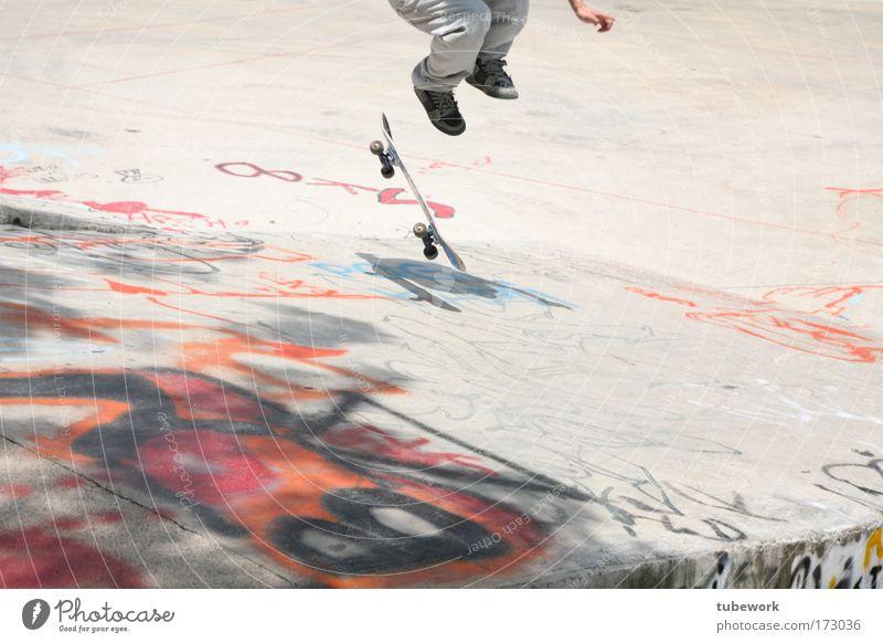 Skatepark Singapur Mensch Jugendliche Freude Sport Leben springen Spielen Fuß Beine maskulin verrückt Lifestyle modern fahren Freizeit & Hobby