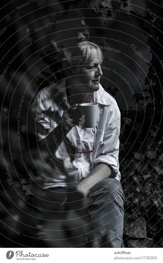 AST 9 | Bauer Lindemann in der Melkpause Mensch feminin Junge Frau Jugendliche Erwachsene 1 30-45 Jahre sitzen Kaffeetasse Kaffeetrinken Kaffeepause
