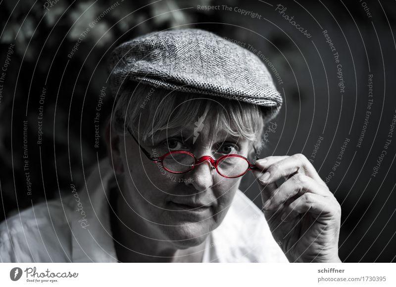 AST 9 | Bauer Lindemann sieht rot Mensch Frau Erwachsene 1 45-60 Jahre Blick Hand Brille Schutzbrille Brillenträger Brillenschlange Brillengestell
