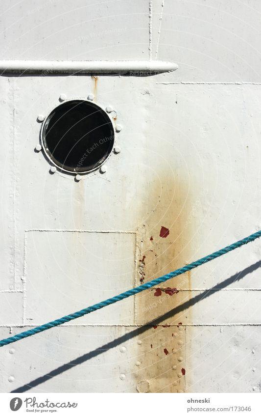 Bull´s eye alt weiß blau Seil Hafen Rost Schifffahrt Fleck Kreuzfahrt Wasserfahrzeug Stockholm Leinen Bullauge Bootsfahrt Passagierschiff