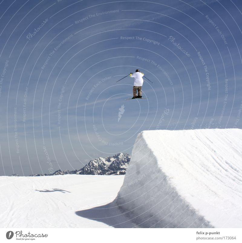 wat wet wong Mensch Himmel Natur Winter Freude Wolken Schnee Umwelt Sport Berge u. Gebirge springen Luft Freizeit & Hobby maskulin Skifahren Skier
