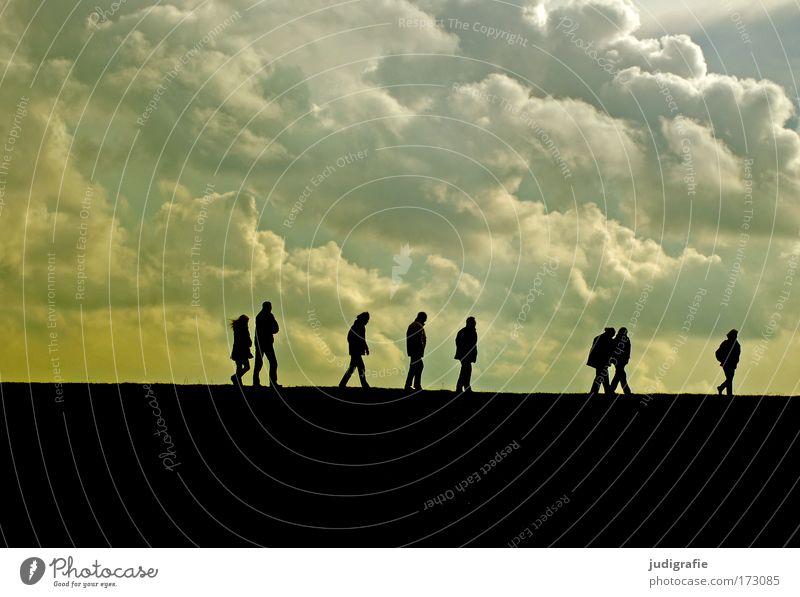 Laufen Mensch Natur Himmel Ferien & Urlaub & Reisen Wolken Erholung Menschengruppe Küste wandern gehen laufen Umwelt Ausflug Tourismus Kommunizieren Klima