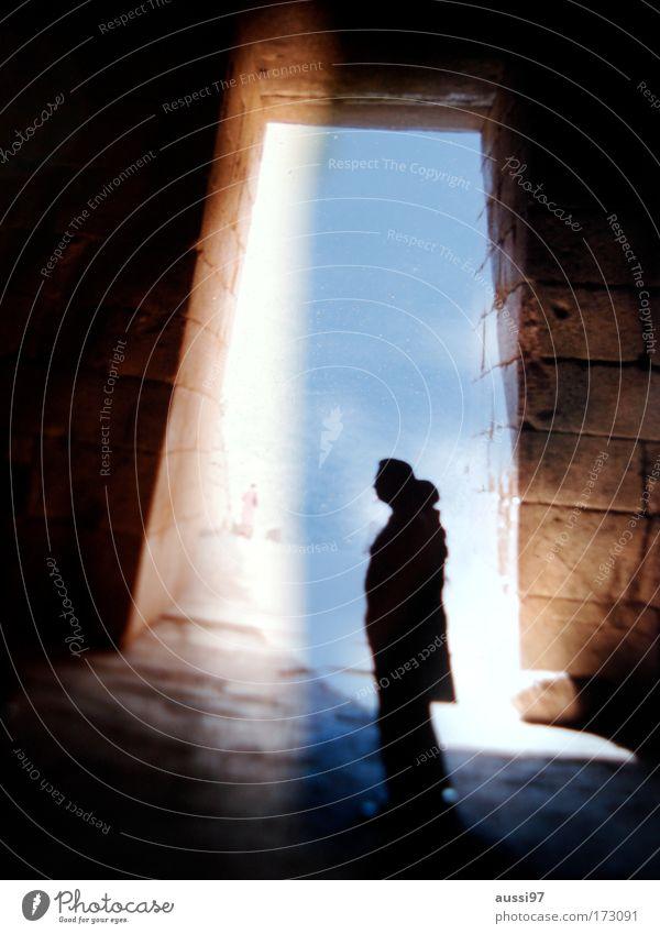 Vertigo Mensch Friedhof Geister u. Gespenster Aussehen unheimlich Sightseeing Erscheinung spukhaft Lichteinfall Lichtstrahl Spuk Besichtigung Gruft