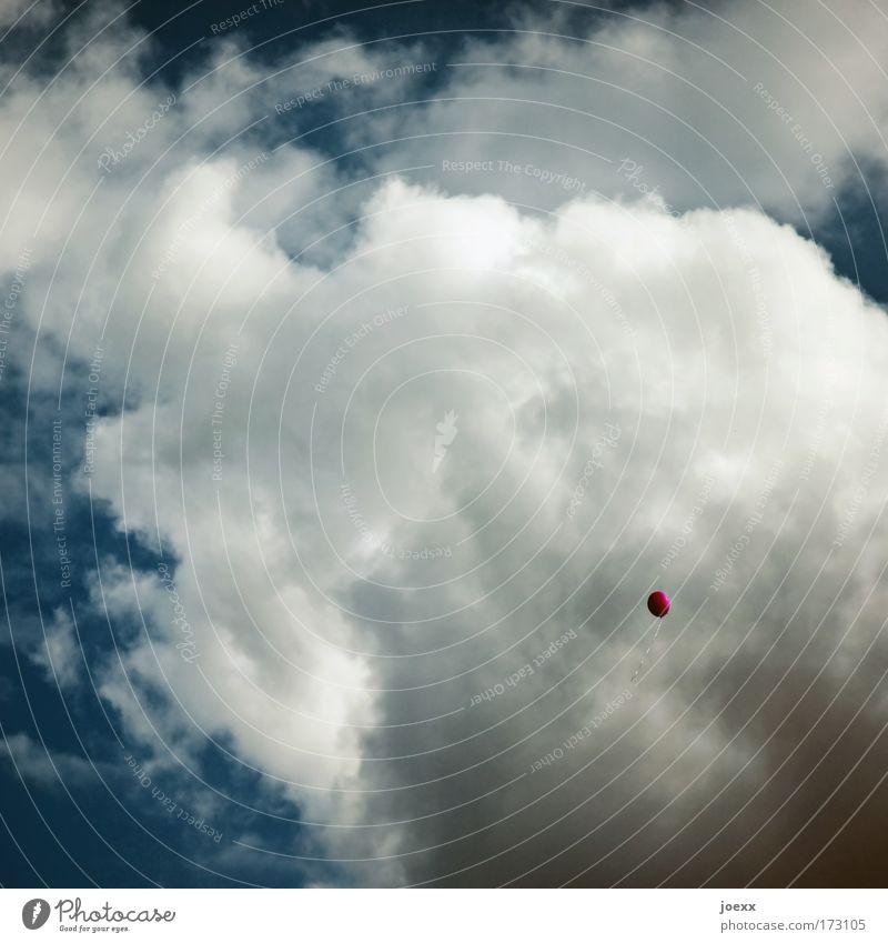 Loslassen Himmel blau Freude Wolken Freiheit Luft klein Feste & Feiern rosa hoch frei Luftballon Wunsch Veranstaltung Schönes Wetter Abschied