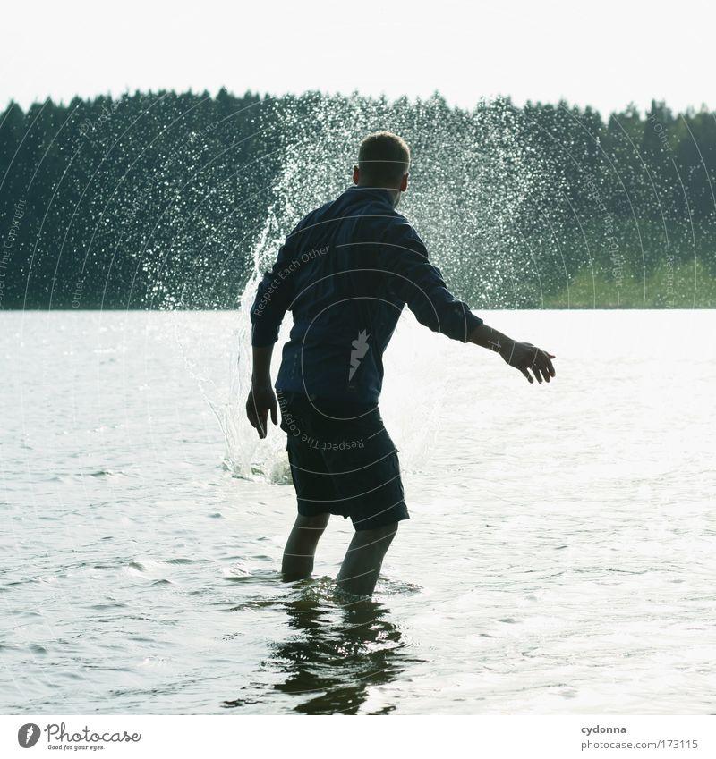 Steinschlag Mensch Mann Natur Jugendliche Wasser Sommer ruhig Erwachsene Wald Leben Umwelt Landschaft Freiheit Gefühle Bewegung träumen