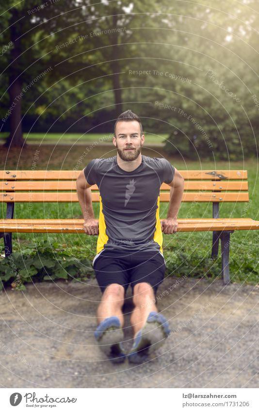 Mensch Natur Jugendliche Mann 18-30 Jahre Gesicht Erwachsene Sport Lifestyle Holz Park Textfreiraum Körper modern Aktion Fitness