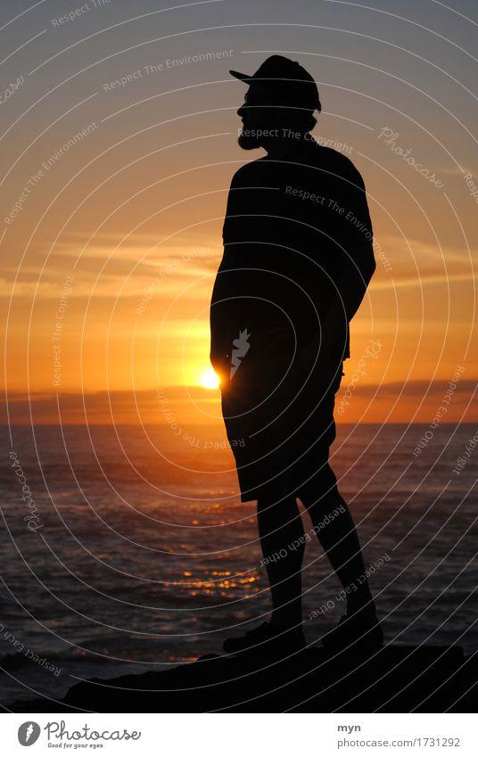 Fernweh Mensch Himmel Natur Ferien & Urlaub & Reisen Mann Sommer Sonne Meer Ferne Strand Erwachsene Küste Freiheit Horizont maskulin Wellen