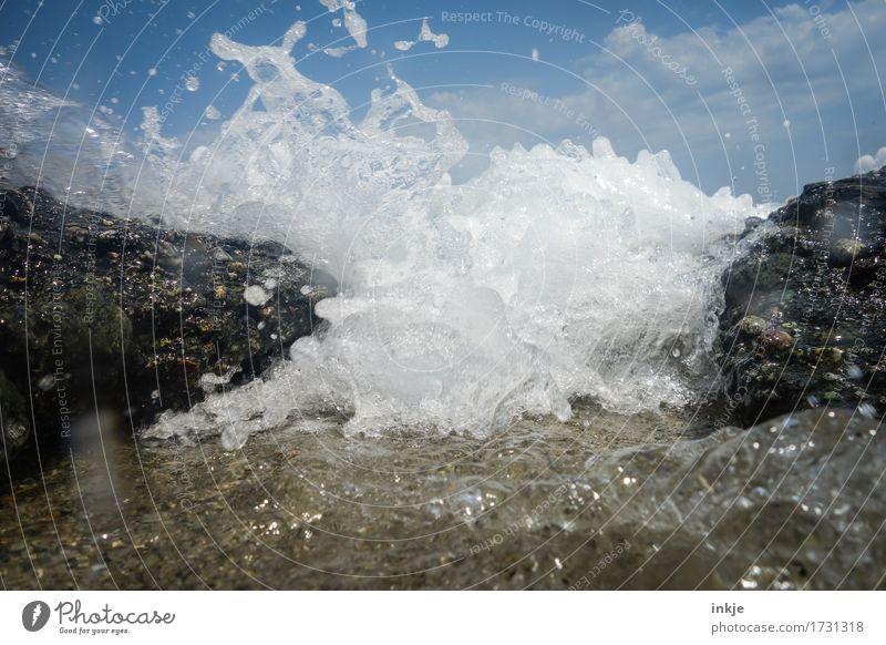 `o °sprotz °O´ Natur Urelemente Wasser Sommer Schönes Wetter Wind Meer Wellen Gischt stark wild Kraft spritzen Naturgewalt Küste Klippe Farbfoto Außenaufnahme