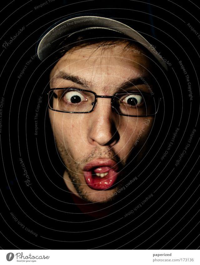 Frankie goes to Bollywood Mensch maskulin Junger Mann Jugendliche Erwachsene Kopf 1 18-30 Jahre Brille Mütze Dreitagebart beobachten lustig Neugier verrückt