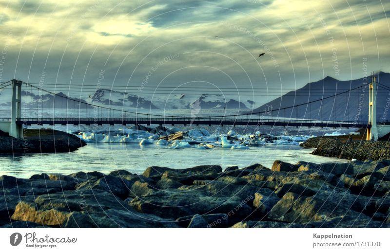 Jökulsárlón auf Island Umwelt Natur Wasser Eis Frost Gletscher Bucht Fjord Fluss Europa Menschenleer Brücke gigantisch Unendlichkeit Bewegung Horizont