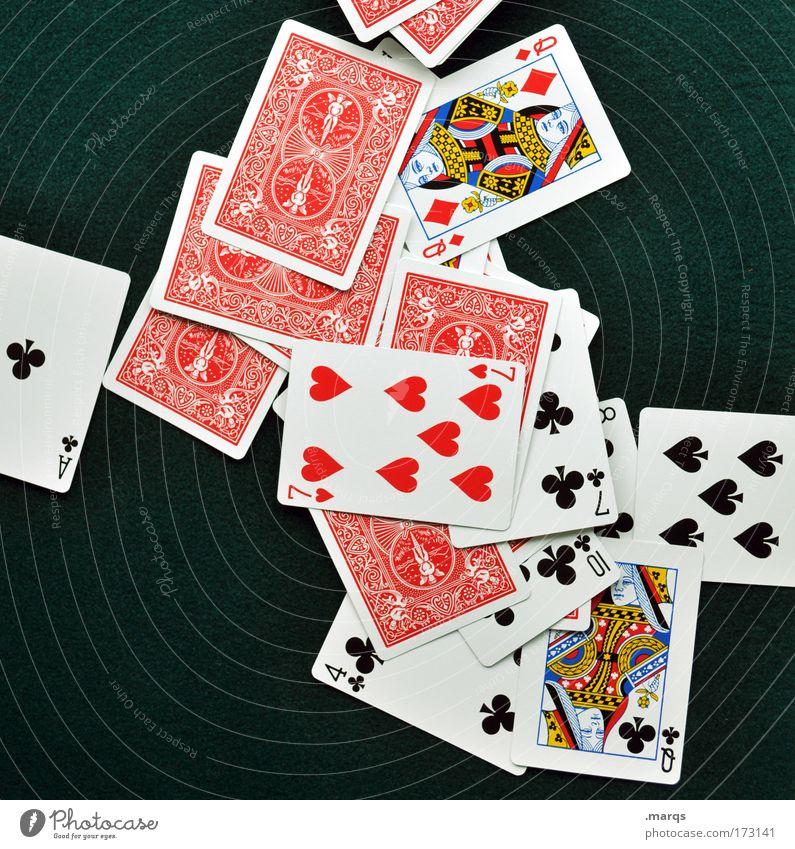 Das Spiel ist aus Farbfoto mehrfarbig Vogelperspektive Lifestyle Freude Glück Spielen Kartenspiel Poker Glücksspiel Erfolg achtsam Fairness Gier betrügen