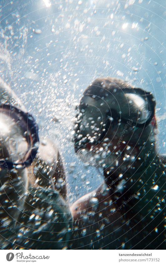Ab geht's zu den Fischen Mensch Natur Wasser blau Ferien & Urlaub & Reisen Sommer Meer Freude Bewegung Zusammensein Wellen Schwimmen & Baden nass maskulin Neugier tauchen