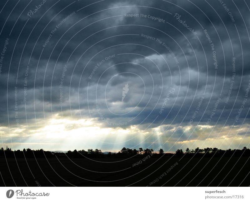 typisch April Himmel Wolken Beleuchtung Gewitter